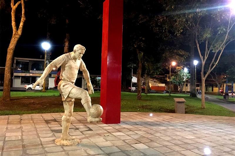 101216-morera-soto-monumento-escultura-alajuela-parque