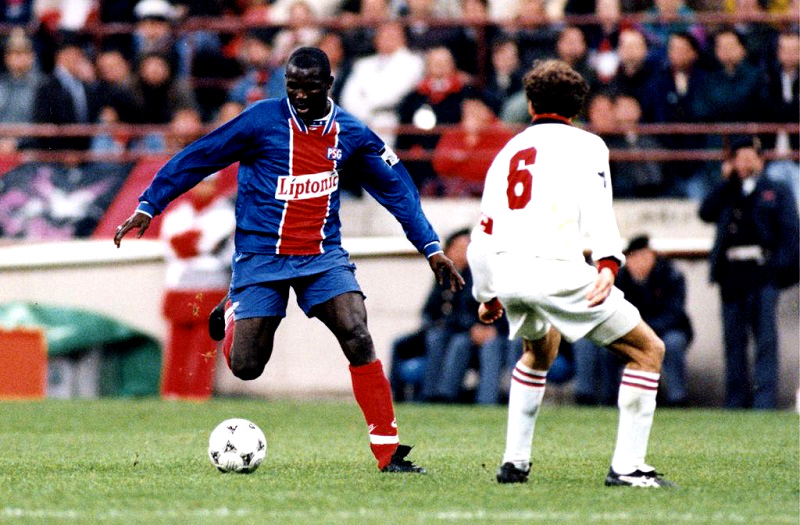 Champions_League_1994-95_-_Milan_vs_PSG_-_George_Weah_e_Franco_Baresi