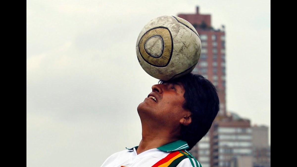 """""""Si gioca dove si vive"""": Evo Morales contro laFIFA"""